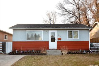 Main Photo: 869 Macklem Drive in Saskatoon: Massey Place Residential for sale : MLS®# SK837532