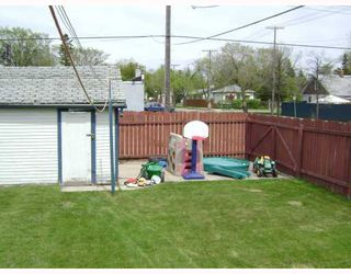 Photo 3: 303 KINGSFORD Avenue in WINNIPEG: North Kildonan Residential for sale (North East Winnipeg)  : MLS®# 2808981