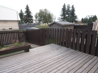 Photo 10: 9201 Morinville Drive in Morinville: Townhouse for rent
