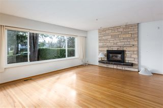 Photo 3: 952 LILLIAN Street in Coquitlam: Harbour Chines House for sale : MLS®# R2445645