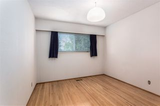 Photo 13: 952 LILLIAN Street in Coquitlam: Harbour Chines House for sale : MLS®# R2445645