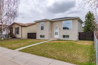 Photo 1: 108 CASTLEBROOK Rise NE in Calgary: Castleridge Detached for sale : MLS®# C4296334