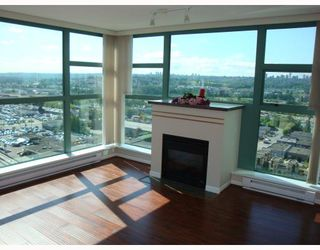 """Photo 1: # 2101 4398 BUCHANAN ST in Burnaby: Brentwood Park Condo for sale in """"BUCHANAN EAST"""" (Burnaby North)  : MLS®# V767917"""