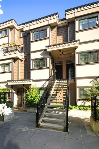 Photo 1: 33 838 ROYAL Avenue in New Westminster: Downtown NW Townhouse for sale : MLS®# R2396234