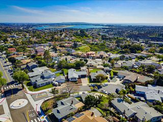 Photo 3: BAY PARK House for sale : 4 bedrooms : 3353 Fox Pl in San Diego