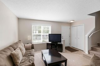Photo 3: 261 ELGIN Gardens SE in Calgary: McKenzie Towne Row/Townhouse for sale : MLS®# A1031514