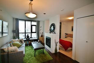 Photo 3: 706 538 Smithe Street in The Mode: Home for sale