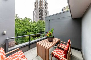 "Photo 2: 308 1010 RICHARDS Street in Vancouver: Yaletown Condo for sale in ""THE GALLERY"" (Vancouver West)  : MLS®# R2401488"