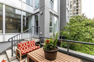 "Photo 1: 308 1010 RICHARDS Street in Vancouver: Yaletown Condo for sale in ""THE GALLERY"" (Vancouver West)  : MLS®# R2401488"
