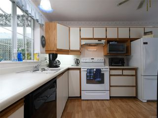 Photo 6: 9 4630 Lochside Dr in : SE Broadmead Row/Townhouse for sale (Saanich East)  : MLS®# 860476