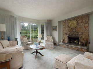 Photo 2: 9 4630 Lochside Dr in : SE Broadmead Row/Townhouse for sale (Saanich East)  : MLS®# 860476