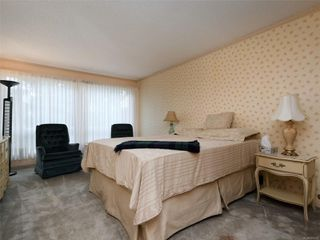 Photo 8: 9 4630 Lochside Dr in : SE Broadmead Row/Townhouse for sale (Saanich East)  : MLS®# 860476
