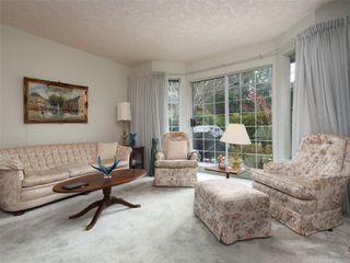 Photo 3: 9 4630 Lochside Dr in : SE Broadmead Row/Townhouse for sale (Saanich East)  : MLS®# 860476