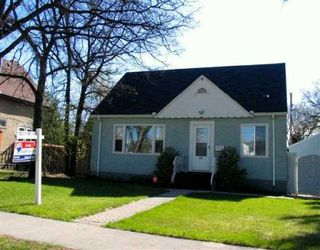 Photo 1: 386 CENTENNIAL Street in WINNIPEG: River Heights / Tuxedo / Linden Woods Single Family Detached for sale (South Winnipeg)  : MLS®# 2706861