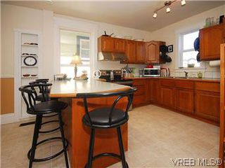 Photo 8: 1736 Bay Street in VICTORIA: Vi Fernwood Single Family Detached for sale (Victoria)  : MLS®# 295649