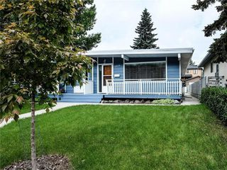 Photo 2: 3809 43 Street SW in Calgary: Glenbrook Semi Detached for sale : MLS®# C4303699