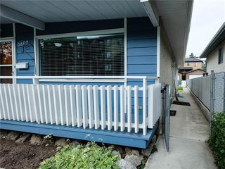 Photo 3: 3809 43 Street SW in Calgary: Glenbrook Semi Detached for sale : MLS®# C4303699