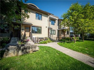 Photo 3: 4 535 33 Street NW in Calgary: Parkdale Row/Townhouse for sale : MLS®# C4305814
