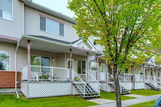 Main Photo: 198 PRESTWICK Landing SE in Calgary: McKenzie Towne Row/Townhouse for sale : MLS®# A1035080