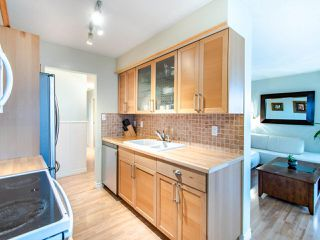 "Photo 10: 305 45 FOURTH Street in New Westminster: Downtown NW Condo for sale in ""DORCHESTER"" : MLS®# R2515848"