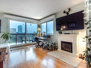 "Photo 2: 305 45 FOURTH Street in New Westminster: Downtown NW Condo for sale in ""DORCHESTER"" : MLS®# R2515848"