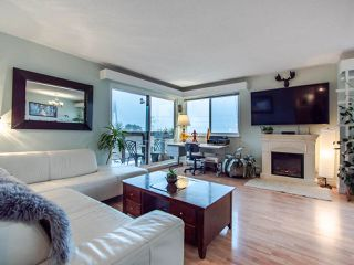 "Photo 1: 305 45 FOURTH Street in New Westminster: Downtown NW Condo for sale in ""DORCHESTER"" : MLS®# R2515848"