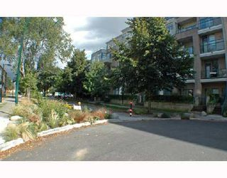 Photo 9: 105 2028 W 11TH Avenue in Vancouver: Kitsilano Condo for sale (Vancouver West)  : MLS®# V657990