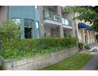 Photo 2: 105 2028 W 11TH Avenue in Vancouver: Kitsilano Condo for sale (Vancouver West)  : MLS®# V657990