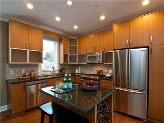 "Photo 3: 1161 HAROLD RD in North Vancouver: Lynn Valley Condo for sale in ""The Bridge"" : MLS®# V878575"