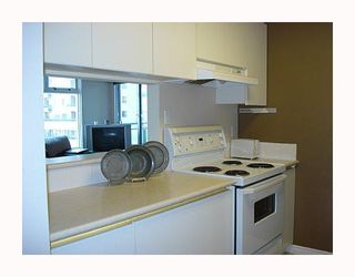 """Photo 8: 501 720 Carnarvon Street in New_Westminster: Downtown NW Condo for sale in """"CARNARVON TOWERS"""" (New Westminster)  : MLS®# V668211"""