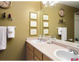 """Photo 8: 107 9012 WALNUT GROVE Drive in Langley: Walnut Grove Townhouse for sale in """"QUEEN ANNE GREEN"""" : MLS®# F2729311"""