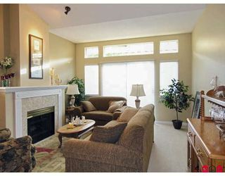 """Photo 3: 107 9012 WALNUT GROVE Drive in Langley: Walnut Grove Townhouse for sale in """"QUEEN ANNE GREEN"""" : MLS®# F2729311"""