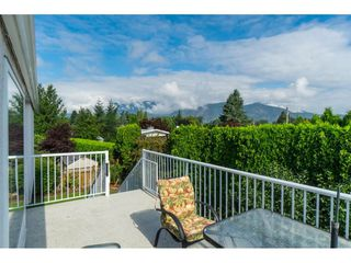 Photo 2: 10031 MERRITT Drive in Chilliwack: Fairfield Island House for sale : MLS®# R2387308