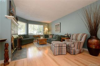 Photo 4: 3 3969 Cedar Hill Cross Road in VICTORIA: SE Maplewood Row/Townhouse for sale (Saanich East)  : MLS®# 417594