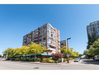 "Photo 1: 807 15111 RUSSELL Avenue: White Rock Condo for sale in ""Pacific Terrace"" (South Surrey White Rock)  : MLS®# R2481638"