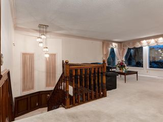 Photo 18: 384 STRATHCONA Drive SW in Calgary: Strathcona Park Detached for sale : MLS®# A1026047