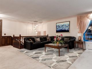 Photo 20: 384 STRATHCONA Drive SW in Calgary: Strathcona Park Detached for sale : MLS®# A1026047