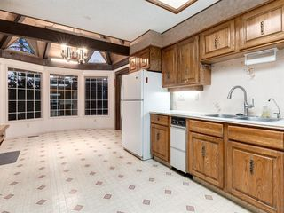 Photo 28: 384 STRATHCONA Drive SW in Calgary: Strathcona Park Detached for sale : MLS®# A1026047