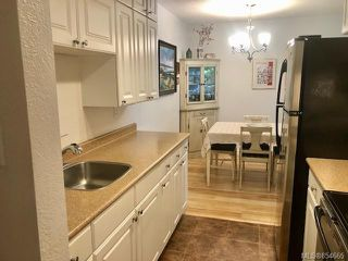 Photo 10: 120 3225 Eldon Pl in : SW Rudd Park Condo for sale (Saanich West)  : MLS®# 854665