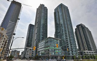 Photo 1: 208 4070 Confederation Parkway in Mississauga: City Centre Condo for sale : MLS®# W4933773