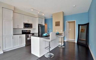 Photo 3: 208 4070 Confederation Parkway in Mississauga: City Centre Condo for sale : MLS®# W4933773