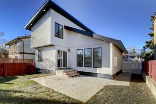 Photo 2: 1316 56 Avenue NW in Calgary: North Haven Upper Detached for sale : MLS®# A1057988