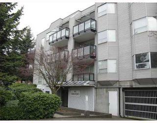 """Photo 1: 305 1550 CHESTERFIELD Avenue in North_Vancouver: Central Lonsdale Condo for sale in """"THE CHESTERS"""" (North Vancouver)  : MLS®# V694298"""
