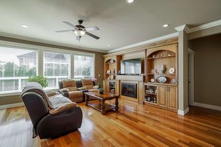 """Photo 8: 19686 71B Avenue in Langley: Willoughby Heights House for sale in """"Routley"""" : MLS®# R2446476"""