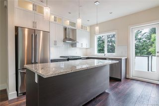 Photo 5: 404 2130 Sooke Rd in Colwood: Co Hatley Park Row/Townhouse for sale : MLS®# 842390