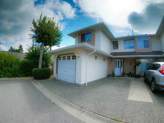 "Photo 2: 306 8260 162A Street in Surrey: Fleetwood Tynehead Townhouse for sale in ""Fleetwood Meadows"" : MLS®# R2493430"