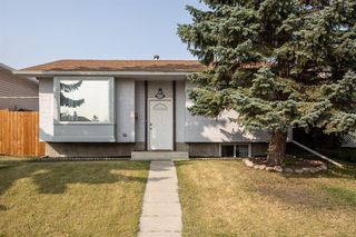 Photo 2: 6528/6528B 23 Avenue NE in Calgary: Pineridge Detached for sale : MLS®# A1033640