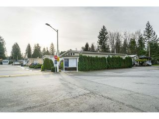 "Photo 2: 14 24330 FRASER Highway in Langley: Otter District Manufactured Home for sale in ""Langley Grove Estates"" : MLS®# R2518685"