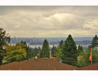 """Photo 1: 305 188 W 29TH Street in North_Vancouver: Upper Lonsdale Condo for sale in """"VISTA 29"""" (North Vancouver)  : MLS®# V670745"""