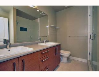 """Photo 7: 305 188 W 29TH Street in North_Vancouver: Upper Lonsdale Condo for sale in """"VISTA 29"""" (North Vancouver)  : MLS®# V670745"""